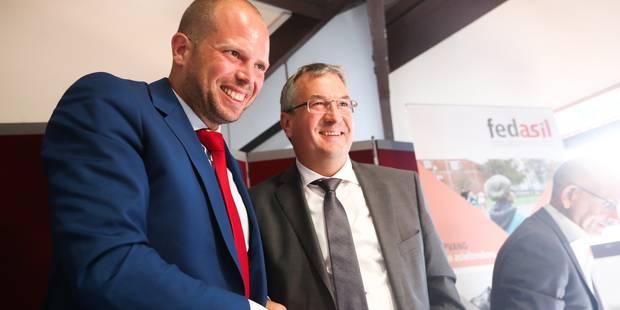 Theo Francken (N-VA) et Pierre-Yves Jeholet (MR) veulent mettre les demandeurs d'asile à l'emploi - La Libre