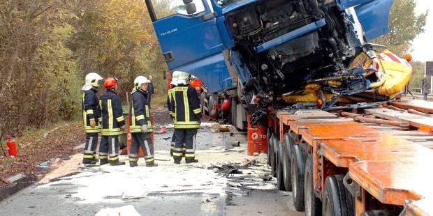 Accident grave sur l'autoroute E42 où les bouchons s'accumulent - La Libre