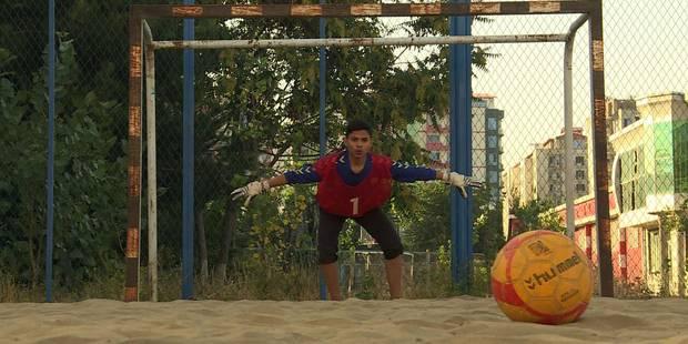 Le beach soccer en Afghanistan... la plage en moins (VIDEO) - La Libre
