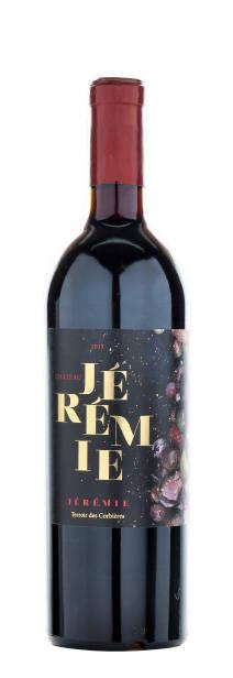 89/100  Intermarché - 7,99€     Belle découverte que ce Château Jérémie 2015 qui unit les trois cépages classiques du Languedoc (Grenache, Syrah, Mourvèdre) avec des vieilles vignes de Carignan.  Le vin est charnu, rond et sent bon la garrigue méditerranéenne. En bouche, le fruit est très mûr, confit presque, mais très frais aussi et avec une finale délicatement épicée.  Le vin a séjourné un an dans des foudres tronconiques neufs de 5000 litres, mais cela se décèle à peine.  (14% alc.)      Foodpairing: charcuterie, viandes mijotées, agneau, canard, cassoulet.    Service: 16 à 17°C      Garde: max 5 ans