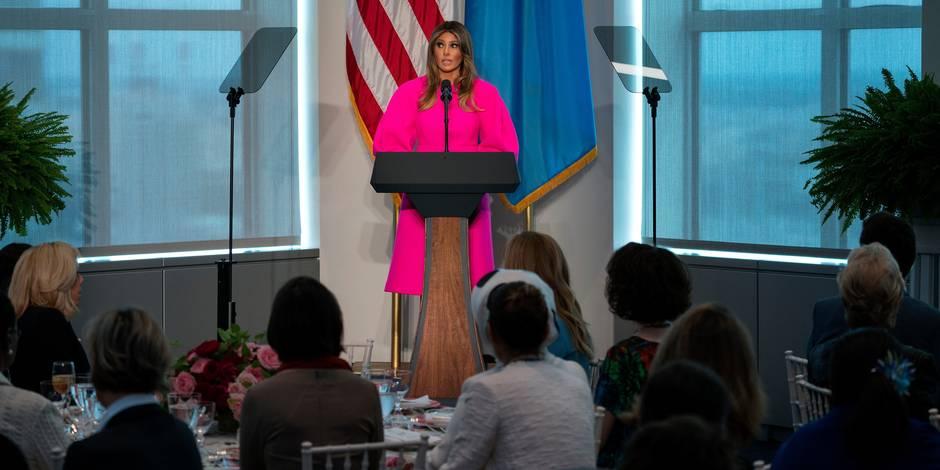 Manches ballons et rose bonbon: Melania Trump fait preuve d'audace pour recevoir les Premières dames