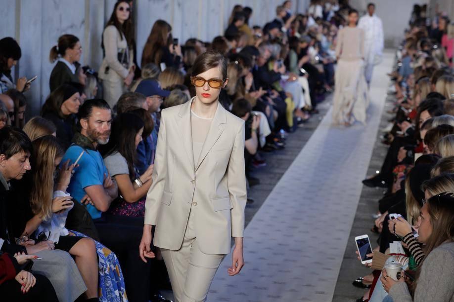 Au niveau des modèles ce sont les trenchs, jupes, ensembles - combinaisons qui sont légion.