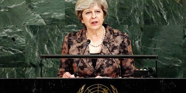 Brexit : Theresa May adoucit le ton, mais apporte peu de précisions - La Libre