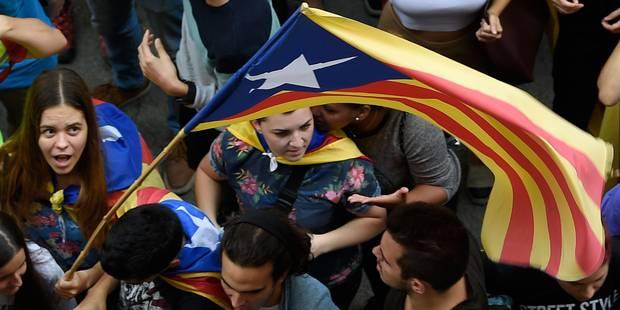 À trois jours du référendum en Catalogne, la Garde civile saisit des millions de bulletins de vote - La Libre