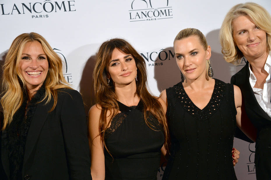 Entourée de Julia Roberts, Penélope Cruz et François Lehmann (directrice générale de Lancôme) pour la soirée des 80 ans de la marque. Kate Winslet est l'une de leur égérie et décrit la femme Lancôme comme « une épouse, une mère et une amie. Une femme sur laquelle vous pouvez compter – une femme qui possède une force et une beauté intérieures ».