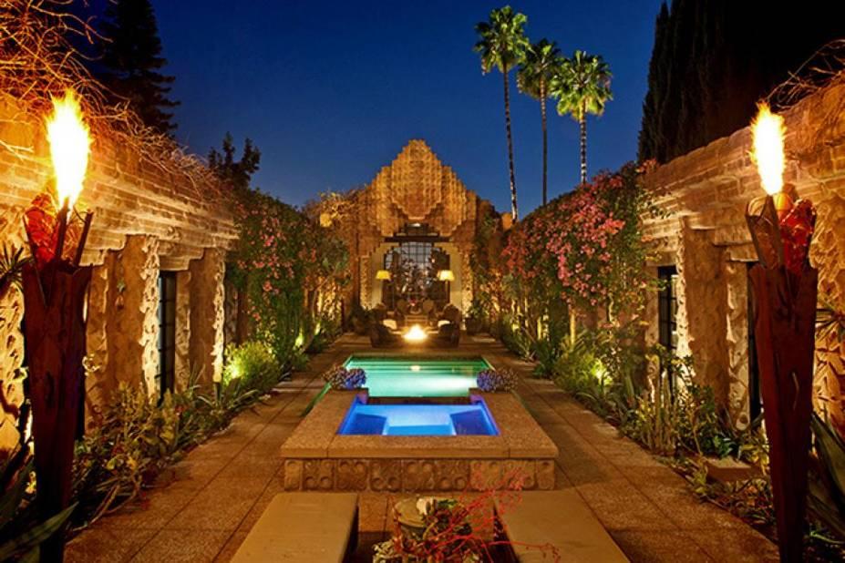 Une maison avec piscine et temple maya tout droit sortie d'un film d'Indiana Jones et bâtie par le fils de Frank Lloyd Wright.