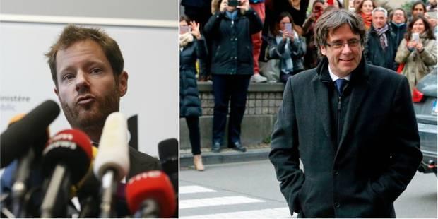 Carles Puigdemont et les 4 ex-ministres catalans se sont présentés à la police belge, ils ont été privés de liberté - La...