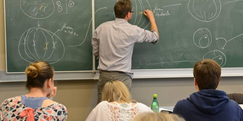 """Les enseignants jugent leur métier de plus en plus pénible: """"Les élèves ont acquis un droit d'expression qui est parfois..."""