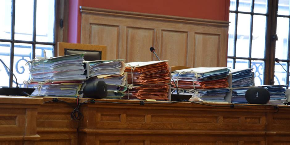 Croquis de justice: Au tribunal du travail, Onem et chômeurs s'affrontent sur les allocations - La Libre