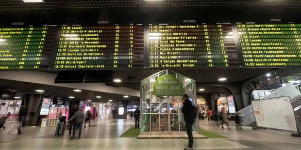 Incendie chez Milcamps à Forest: le trafic ferroviaire en sortie de Bruxelles-Midi a repris, certains bus et trams dévié...