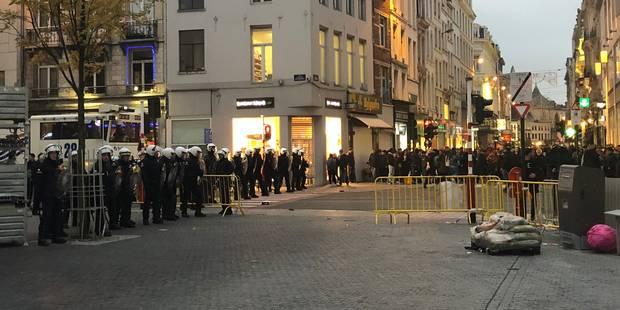 Prise de photos lors des contrôles pour identifier les émeutiers de Bruxelles, une pratique peu habituelle - La Libre