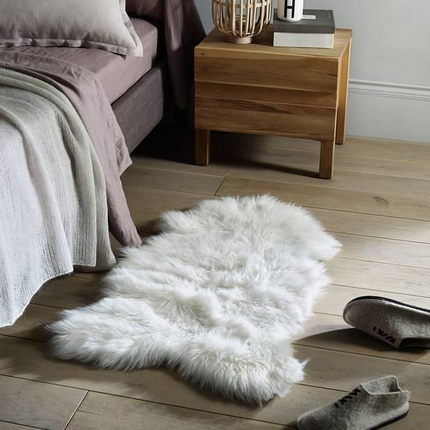 Descente de lit effet peau de mouton,  La Redoute, 49,99€