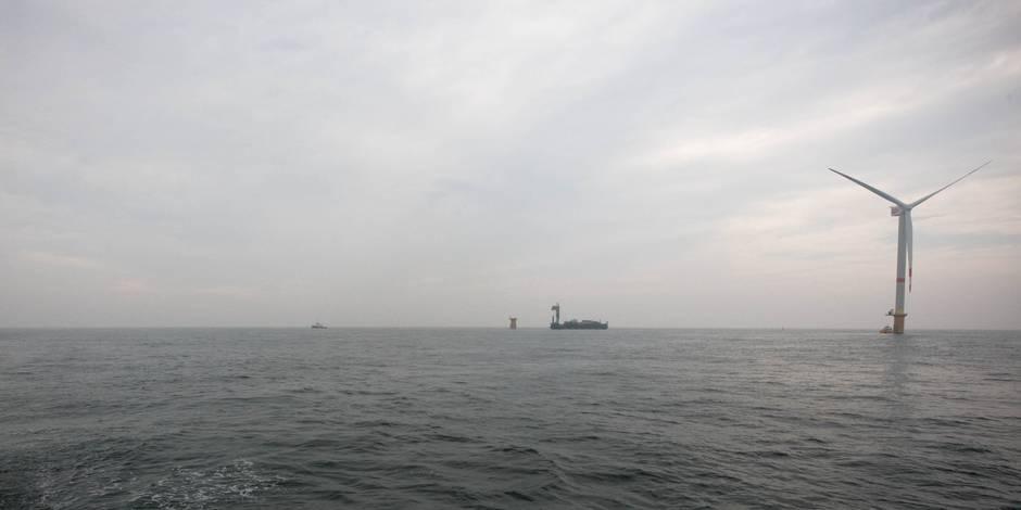 Les gigantesques fondations d'un parc éolien danois en construction à Ostende