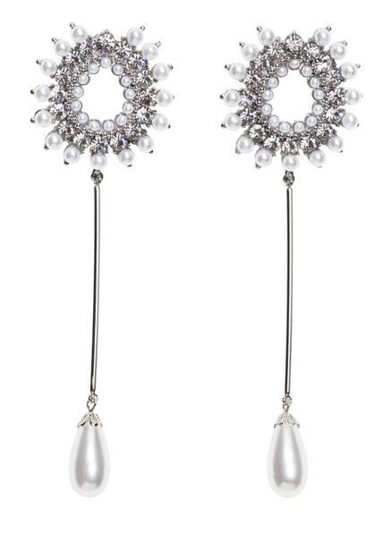 Perles et argent pour ces délicieuses boucles d'oreilles, 25€.                                       www.andotherstories.com