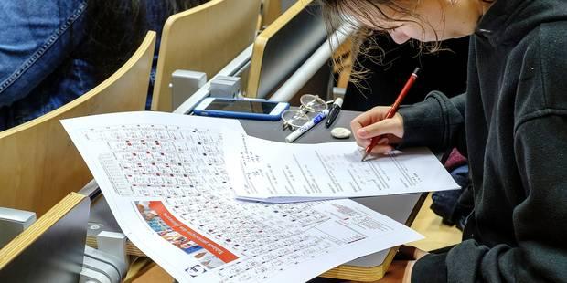 Les étudiants font le forcing pour obtenir copie de leurs examens - La Libre