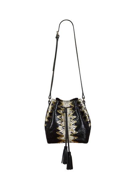 un statement et une attitude rock grâce à ce sac seau Lilu modèle Bianca Gold, 445€