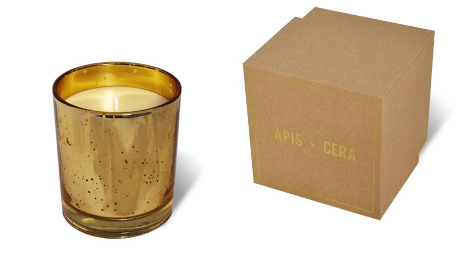 sa maison avec les bougies à la cire d'abeille d                                                                                                                  e Charles Apis Cera, une petite marque belge qui crée des produits de haute qualité. En ligne ou rue Marie-Thérèse 32 - 1000 Bruxelles. Représentée ci-dessus, la bougie Faustine bio Ambre et or, 79€
