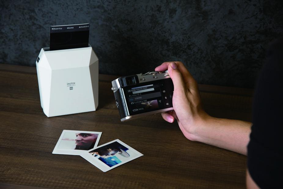 ses souvenirs en bluetooth sur du papier format polaroïd. Addictif. Instax Share SP3, 199€