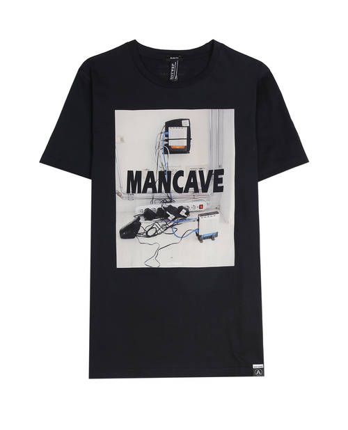 un homme avec ce T-shirt ANTWRP, Mancave, pnc