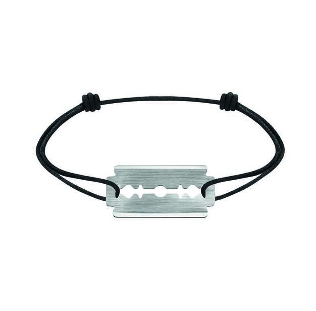 un poignet masculin avec ce bracelet pas rasoir du tout, or blanc Dinh Van, 390€