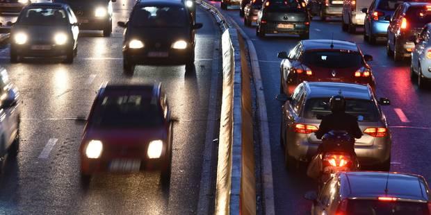 Bruxelles: un fuyard roule à contresens dans le tunnel Trône et percute plusieurs voitures - La Libre