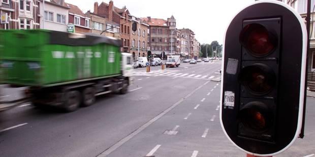 Un chauffeur de camion agressé par une vingtaine de jeunes à Molenbeek - La Libre