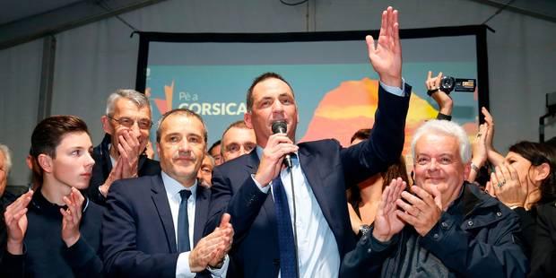 """Le nationaliste Talamoni, élu président de l'Assemblée de Corse, dédie sa victoire aux """"prisonniers politiques"""" - La Lib..."""