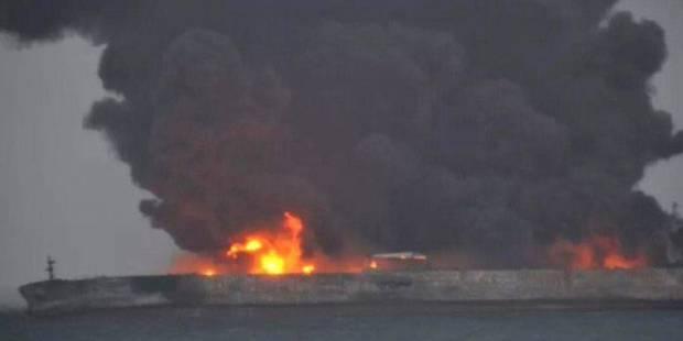 Chine: 32 disparus après une collision entre deux navires, dont un pétrolier iranien qui a pris feu - La Libre