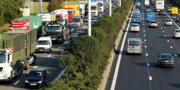 Un accident avec un camion à Anvers cause 2h30 de retard sur l'E313 et l'E34 - La Libre