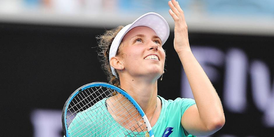 Belgium's Elise Mertens celebrates beating Croatia's Petra Martic in their women's singles fourth round match on day seven of the Australian Open tennis tournament in Melbourne on January 21, 2018. / AFP PHOTO / Greg Wood / -- IMAGE RESTRICTED TO EDITORIAL USE - STRICTLY NO COMMERCIAL USE --