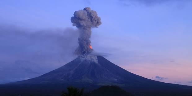 Philippines: L'éruption d'un volcan fait fuir les habitants mais attire les touristes (PHOTOS ET VIDEO) - La Libre