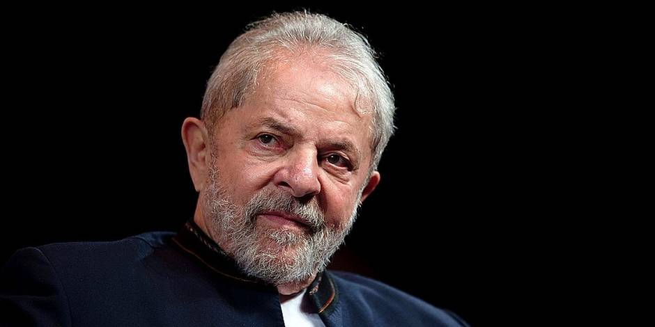 (FILES) This file photo taken on January 16, 2018 shows former Brazilian president Luiz Inacio Lula da Silva reacting during a meeting with artists at Oi Casa Grande Theater in Rio de Janeiro, Brazil. A Brazilian appeals court will decide on January 24, 2018 whether left-wing former president Luiz Inacio Lula da Silva is guilty of passive corruption and money laundering, in a judgement that can end with his ambitions to return to power and even take him to prison. / AFP PHOTO / MAURO PIMENTEL