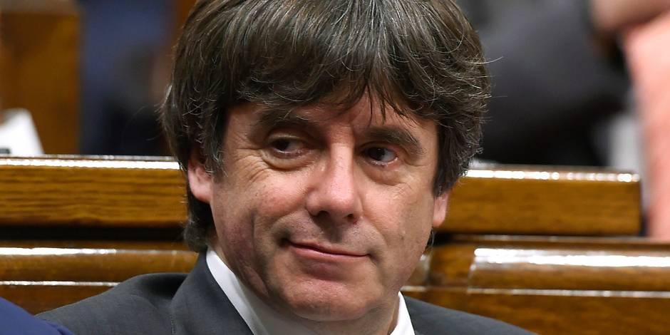 """Des SMS privés de Puigdemont révélés: l'ex-président catalan y reconnaît et y regrette le """"triomphe"""" de Madrid"""