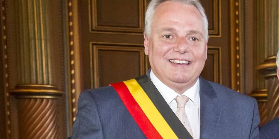 L'ancien ministre MR Hervé Jamar héberge des migrants à son domicile - La Libre