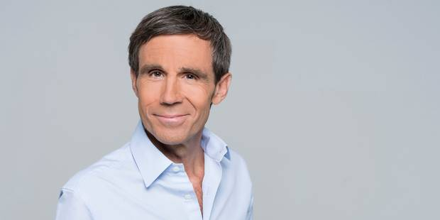 David Pujadas révèle avoir présenté le JT de France 2 avec une perruque pendant quinze jours - La Libre