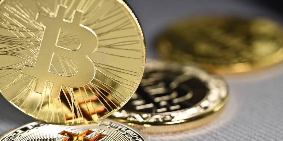 Le bitcoin poursuit sa chute, passe sous 6.400 dollars