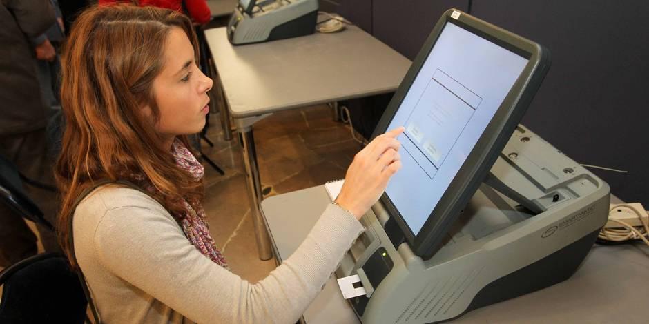 Woluwe-Saint-Pierre: SmartMatic, le nouveau système de vote électronique en test.