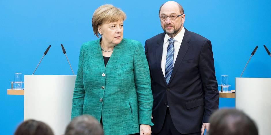 Angela Merkel und Martin Schulz am Ende einer Pressekonferenz zur Ankuendigung des Erreichten Kompro