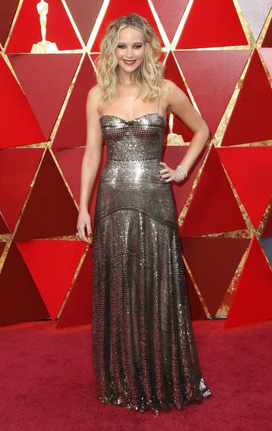 Jennifer Lawrence éblouissante, comme d'habitude, en                      Dior