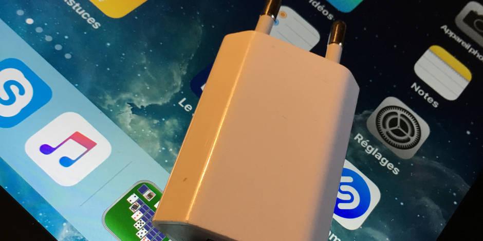 """Attention, danger : """"Ne rechargez jamais votre smartphone quand vous êtes dans votre bain"""" - La Libre"""