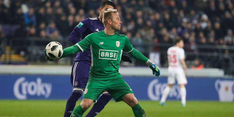 Standard's goalkeeper Jean-Francois Gillet pictured in action during a Croky Cup 1/8 final game between RSC Anderlecht and Standard de Liege, in Anderlecht, Wednesday 29 November 2017. BELGA PHOTO VIRGINIE LEFOUR