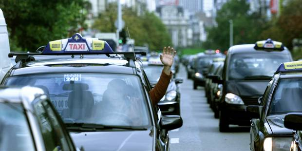 Les taxis paralyseront Bruxelles mardi prochain pour manifester contre Uber - La Libre