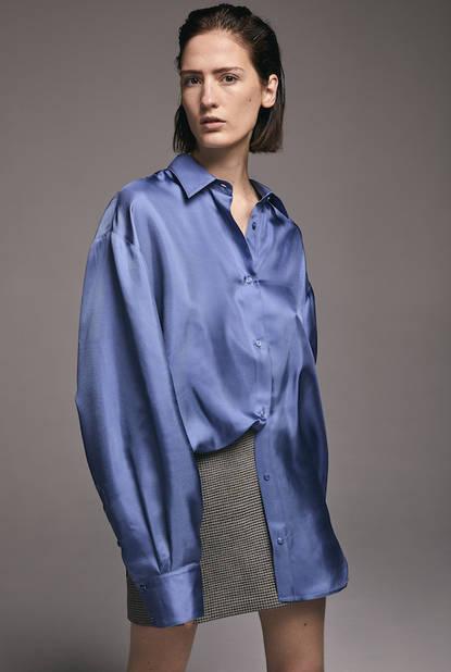 Chemise soie oversized Chloé, 210€ - jupe bandeau pied de coq anglais, 210€