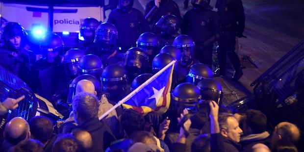 Crise en Catalogne: Cinq blessés légers dans des heurts avec la police à Barcelone - La Libre