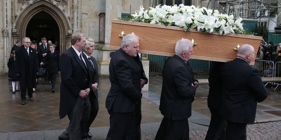 Surprenant pour un athée: Des funérailles religieuses pour Stephen Hawking  5abfb192cd709bfa6b19f4ea
