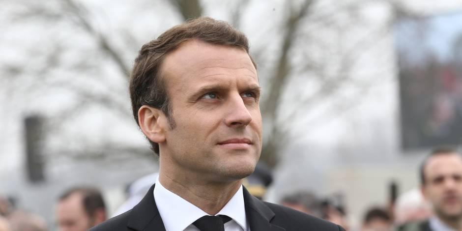 """Macron auprès des catholiques pour """"réparer"""" un lien """"abîmé"""""""