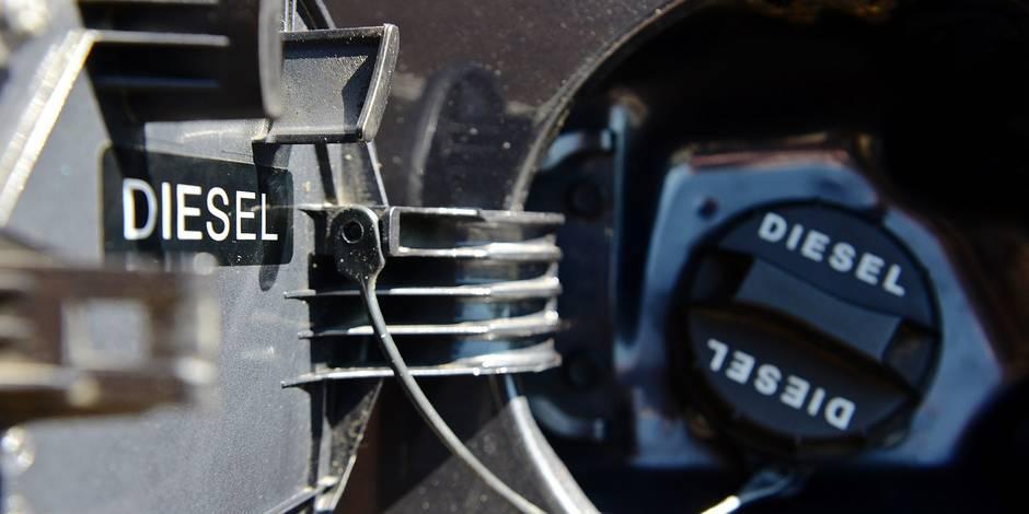 Diesel gazoile voiture auto moteur truque dieselgate reservoir bouchon carburant environnement pollution petrole consommation CO carbone