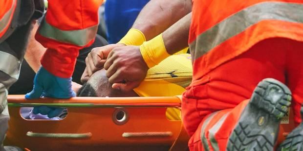 Batshuayi, en larmes, sort sur civière face à Schalke: une fracture de la cheville ? (VIDEO) - La Libre