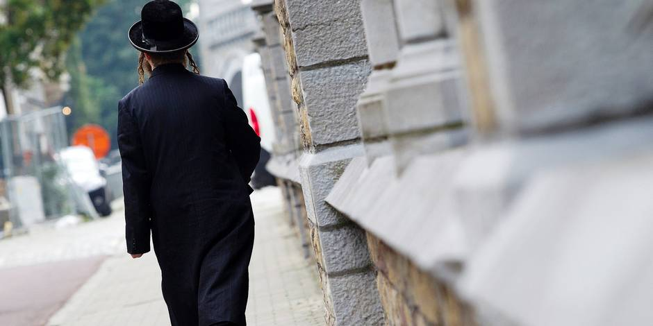 20150902 - ANTWERP, BELGIUM: Illustration picture shows a Jewish man during a visit to Jewish community with a walk in the Jewish neighborhood in Antwerp of Belgian Prime Minister and Antwerp mayor, Wednesday 02 September 2015. BELGA PHOTO KRISTOF VAN ACCOM