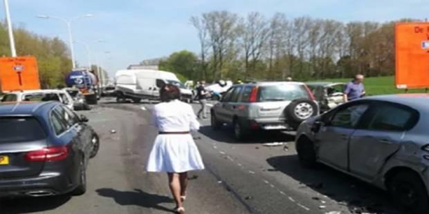 Carambolage monstre près de Gand: 16 véhicules entrent en collision (PHOTOS) - La Libre